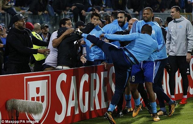 Sao M.U sẽ nhận án phạt nặng từ UEFA