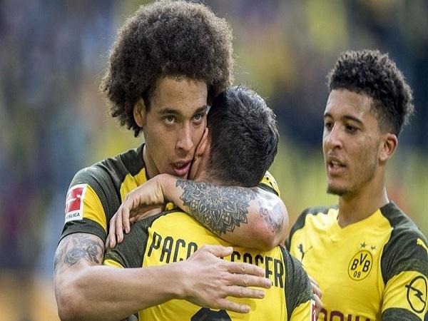 Điều mà Witsel làm khiến Bayern nóng mặt