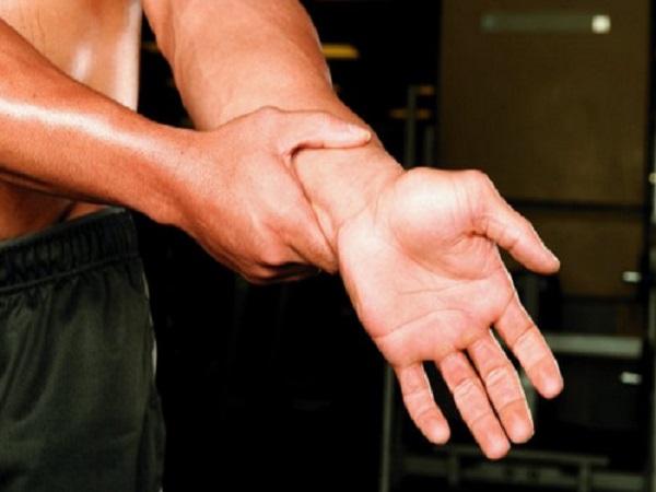 Cách điều trị chấn thương cổ tay khi chơi thể thao